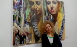 """Mara Venuto, nata a Taranto, è giornalista e scrittrice. Il suo esordio letterario, 2008, è """"Leggimi nei pensieri"""", raccolta di racconti/ monologhi. Nel 2011 ha curato l'antologia di racconti di autori vari """"Il caldo buono"""". Suoi racconti e poesie sono stati premiati in numerosi concorsi letterari e inseriti in altrettante antologie."""