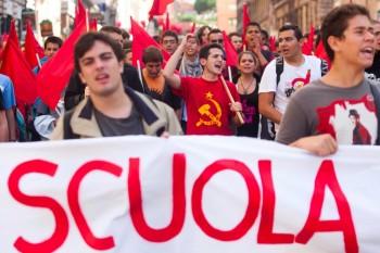 Manifestazione studenti e lavoratori della scuola contro il Governo Monti