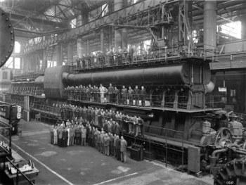 La zuppa del Demonio: operai in uno stabilimento industriale (1962)